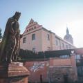 Interesting view on statue of Charles IV. in Mělník. 🙂 . . . . . . . . . #vltavariverig #vltavariver #section6ig …